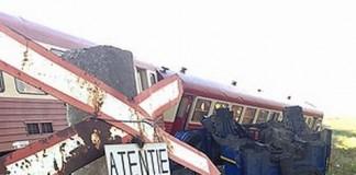 Arad: Două persoane au murit după ce mașina în care se aflau a fost lovită de un tren
