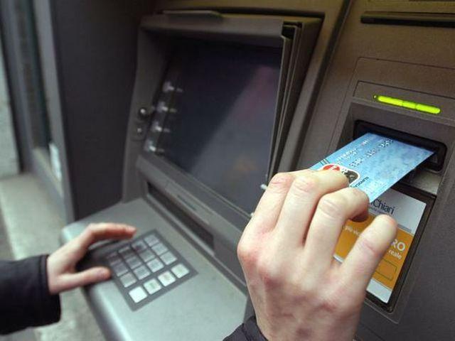 La ce se uită o firmă când îşi alege banca: oferta de operaţiuni curente şi accesul la credite