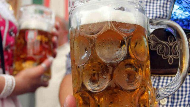 Românii au băut, în medie, 90 de litri de bere în 2012. Exporturile au atins un nivel istoric