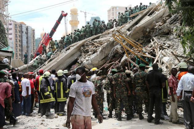 Cel puţin 82 de morţi după prăbuşirea unei clădiri opt etaje în Bangladesh