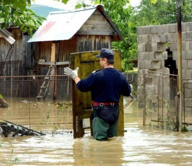 Cod roșu de inundații pe Jiu
