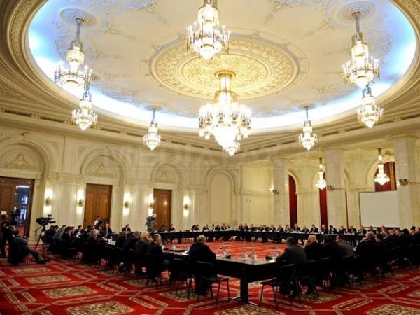 Proiectul preşedintelui Băsescu de revizuire a Constituţiei, dezbătut luni la Comisia juridică