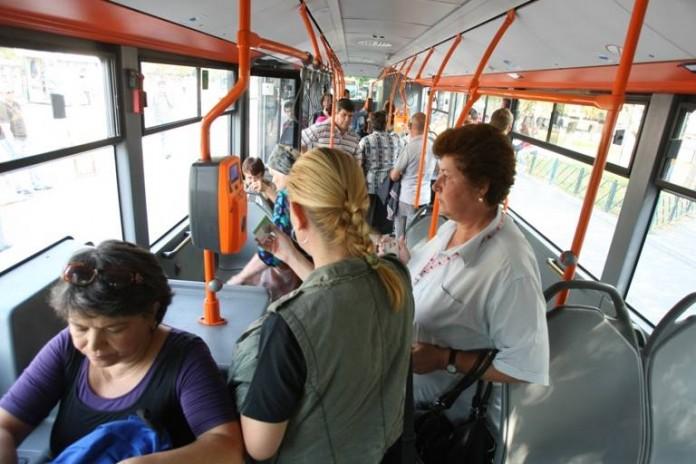 Oradea: Opt controlori de bilete, urmăriți penal pentru luare de mită