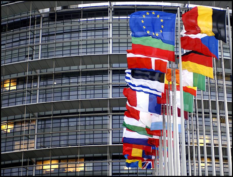 Comisia Europeană recomandă deschiderea negocierilor de aderare a Serbiei la UE