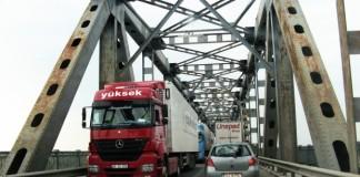 Restricţiile de circulaţie pe Podul Giurgiu-Ruse pentru autovehiculele de tonaj greu au fost ridicate