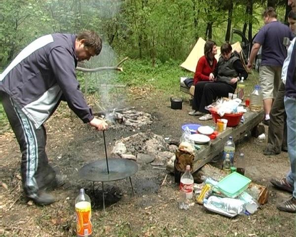 Cum petrec românii de 1 Mai și de Paște și pe câți bani! Angajații de la privat, mai puține zile libere