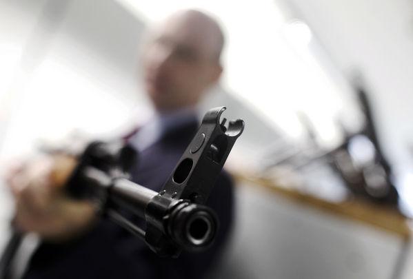 Jaf de 10 milioane de euro cu puști de asalt Kalașnikov