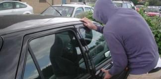 Iași: mașină furată cu copilul în ea