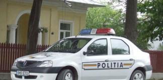 Mașină de poliție distrusă cu pietre la Suceava
