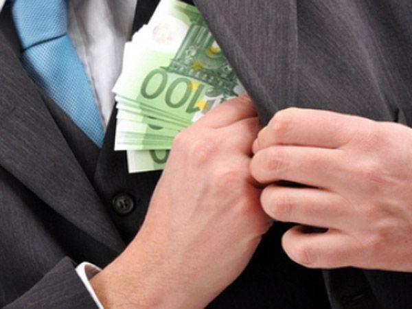 Mită pentru un funcţionar ANAF: Patronul turc al unei firme, arestat pentru că a oferit 40.000 de euro