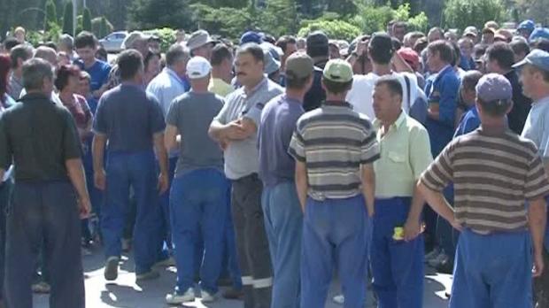 Protestatarii de la Oltchim au blocat total DN Râmnicu Vâlcea-Târgu Jiu