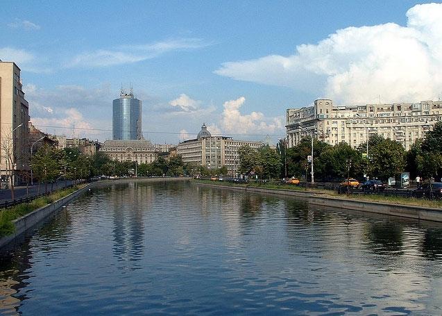 București: Cadavrul unui bărbat, descoperit în râul Dâmbovița