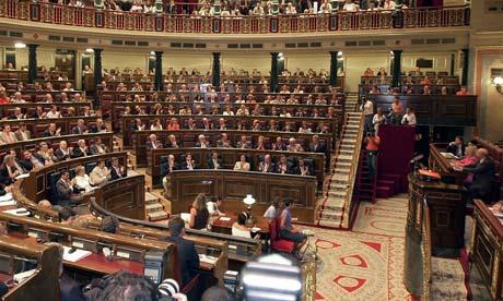 Spania: Trei deputaţi care au susţinut discursuri în catalană, DAŢI AFARĂ din plenul Parlamentului