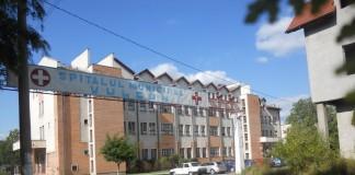 Spitalul din Vulcan: 50 de angajați protestează după ce au aflat că vor primi doar jumătate din drepturile salariale