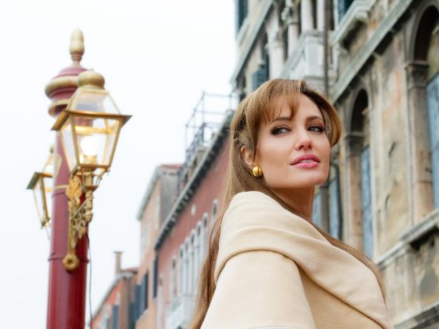Frumoasa Angelina Jolie