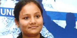 La 26 de ani a devenit prima femeie fără un picior care a ajuns pe Everest