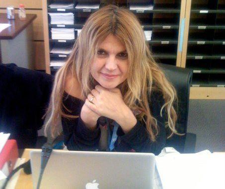Iulia Motoc la laptop