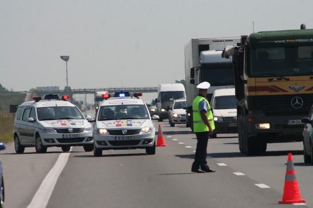 Autostrada Soarelui: Cinci persoane au fost rănite după ce un autoturism a lovit un camion