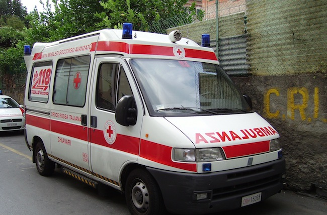 Un român de 16 ani, în stare gravă la spital după ce a sărit de la etajul trei al unui liceu din Roma