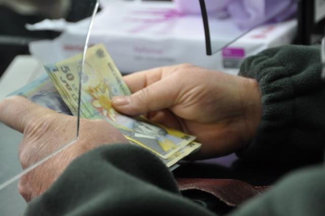 Creditul în lei pentru firme, singurul care mai crește. Împrumuturile în valută devin istorie