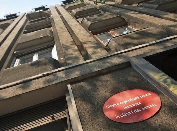 Guvernul înjumătățește fondurile pentru consolidarea clădirilor cu risc seismic