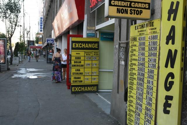 Un curs de 4,45 lei pentru un euro și creștere economică de 2,2%. Ce riscuri vede Guvernul pentru 2014