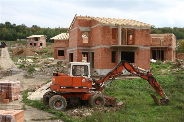 Românii construiesc tot mai mult, dar la țară. Autorizațiile pentru clădiri au crescut cu 18% într-o lună