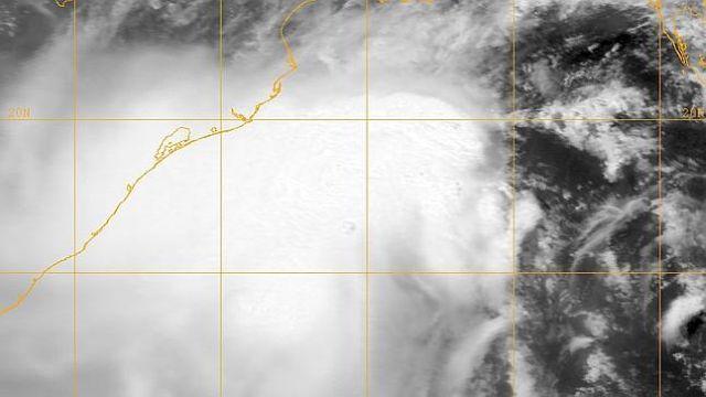 Ciclonul Phailin a atins coasta de est a Indiei. Mai mulți morți și un milion de persoane evacuate