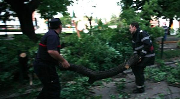 Galaţi: Furtuna a afectat alimentarea cu energie electrică în 14 localităţi