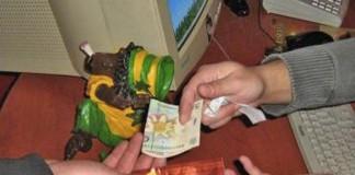 Constanța: Tineri reţinuţi pentru vânzare de etnobotanice în apropierea unor școli