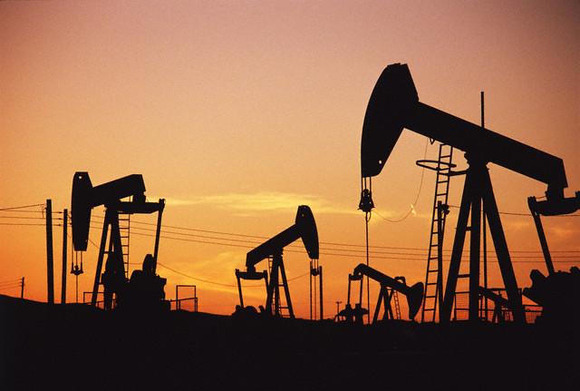 E&Y: Siguranţa, în topul riscurilor din industria de petrol şi gaze