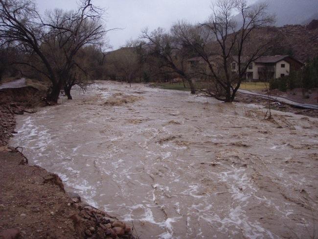 INHGA: Cod Galben de inundații pe râurile mici din unele bazine hidrografice