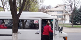 Reţinut de oamenii legii după ce a cerut taxă de protecţie pentru o rută de maxi- taxi