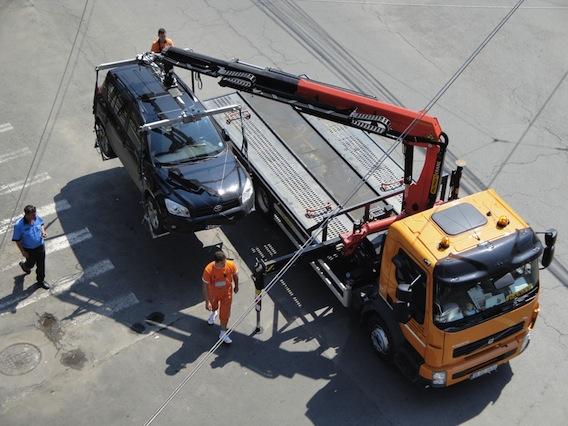 Sectorul 3: Ridicarea maşinilor parcate neregulamentar va fi reluată
