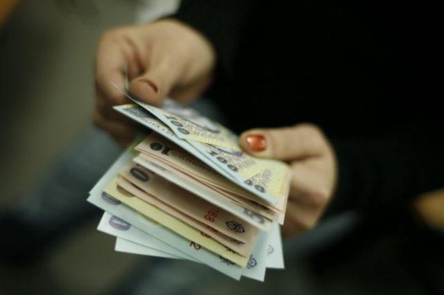 Efectele inflației: Salariile, raportate la prețurile de consum, au scăzut față de anul trecut cu 0,4%