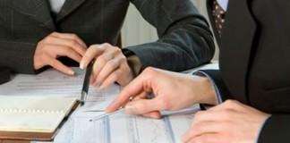 Ernst&Young: De ce companiile externalizează serviciile de salarizare