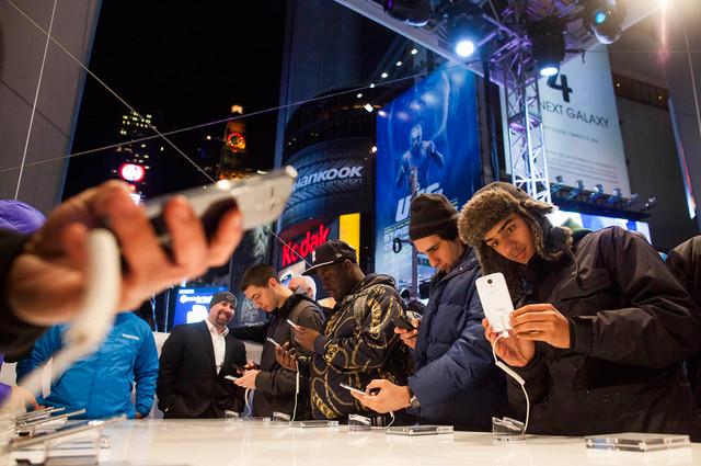 Samsung vinde, în medie, un Galaxy S4 la fiecare 4 secunde