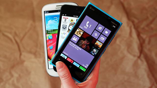 Românii, înnebuniți de smartphone. Piața a crescut cu 58% în primul trimestru
