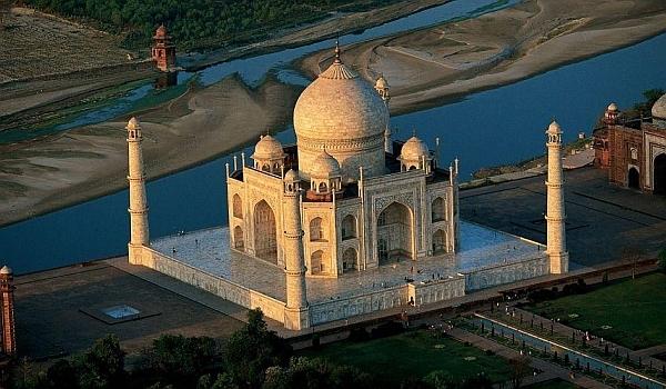 Taj Mahal, simbolul dragostei eterne