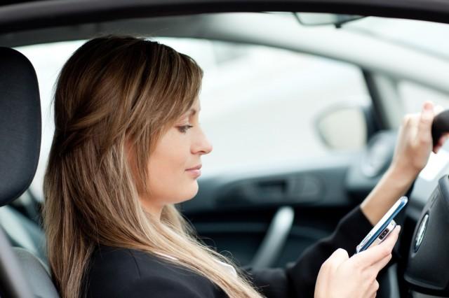 Utilizatorii de telefonie mobilă au ajuns la 22,8 milioane. Peste jumătate au cartele preplătite