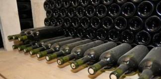 27.000 de litri de vin falsificat, confiscat de la o societate din Buzău