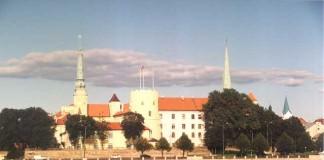 Incendiu la preşedinţia letonă. Ministrul culturii a intrat în clădirea în flăcări
