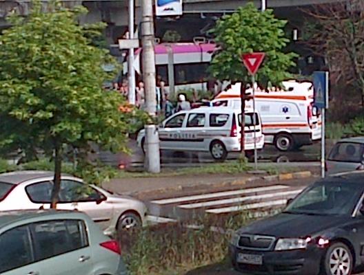 București: Un șofer de TIR a făcut infarct la volan provocând un accident în cartierul Militari