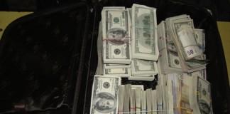 Vameșii au confiscat 7.000 de dolari de la un cetățean turc