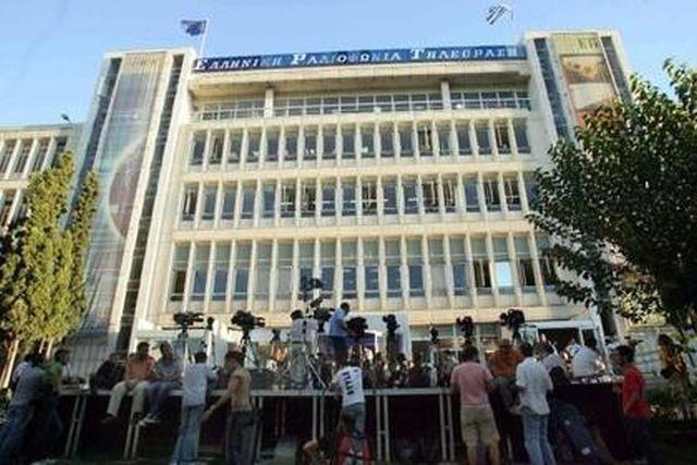 Televiziunea publică din Grecia continuă să emită pe Internet şi pe un post privat al comuniştilor, în pofida opririi emisiei de către guvern
