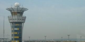 Greva controlorilor de trafic aerian continuă în Franţa: Perturbări pe aeroporturile Roissy şi Orly