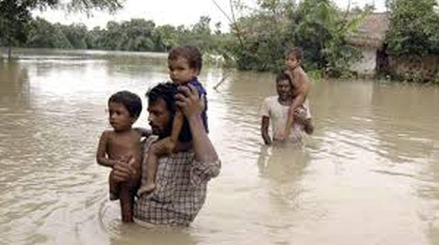 Inundaţii în INDIA: cel puțin 120 de morți, mii de persoane izolate