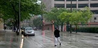 Ploi şi descărcări electrice în nordul şi sudul ţării în următoarele ore