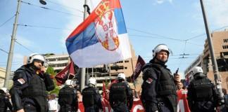 Protestatarii au blocat intrarea în Parlament, în încercarea de a împiedica ratificarea acordului cu Serbia