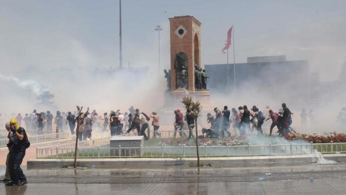 Proteste violente în Turcia